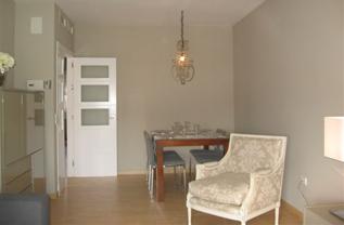 Amplios salones con gran luminosidad y Aire acondicionado Frio/Calor